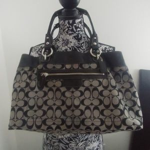 Coach d1003-f15534 Logo Tote Bag w Matching Wallet